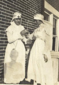 Scrapbook_1918_WWI Nurses 2